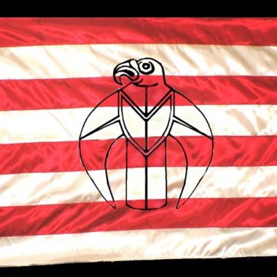Árpád-sávos zászló hímzett szkíta sólyommal