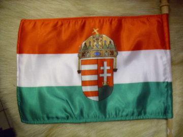 Címeres magyar zászló