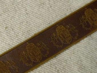 Angyalos címeres csatos bőr karkötő