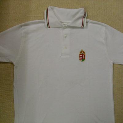 koronás címeres hímzett ingpóló