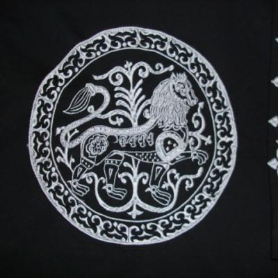 esztergomi oroszlános hímzett hosszú ujjú póló