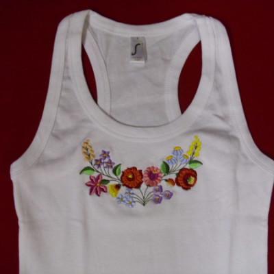 hímzett kalocsai mintás női trikó