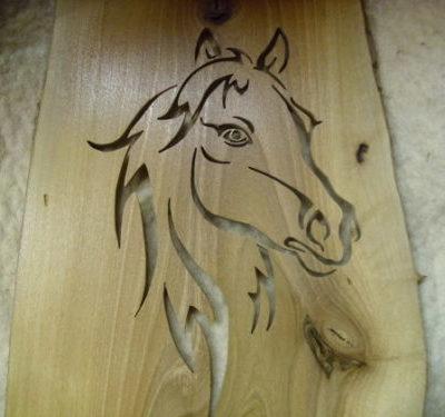 lovat ábrázoló fa kép