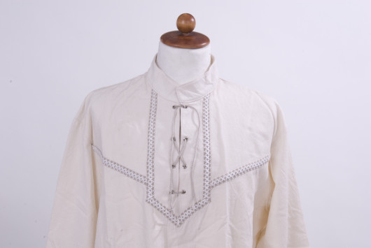 0be7695d2d Hosszú ujjú fűzős férfi íjász ing hímzett rakamazi turullal – Szkíta