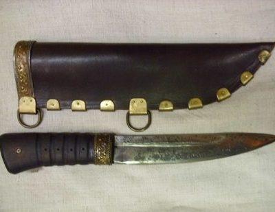 nagy acél kés fémdíszes bőr tokkal