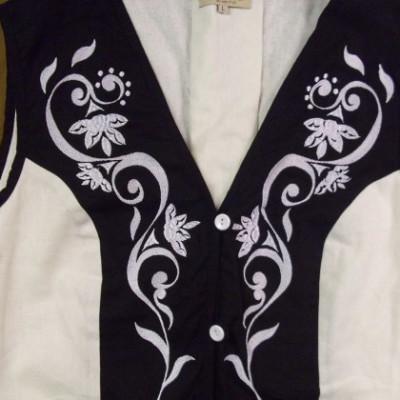 hímzett női mellény -fekete-fehér