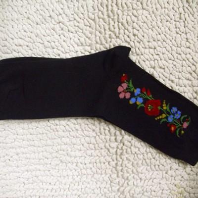 kalocsai mintás fekete zokni