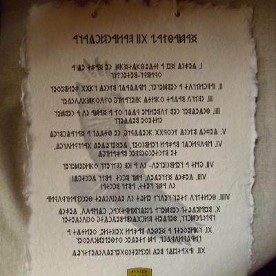 Hazafiak 12 parancsolata rovásírással