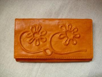 narancssárga virágos bőr brifkó