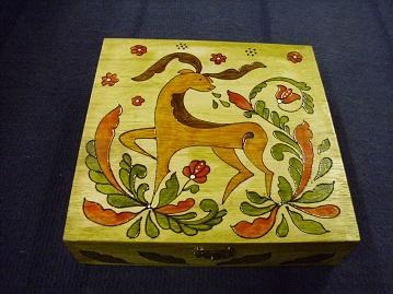 szarvasos festett doboz