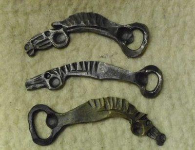 lófejformájú sörnyitó kovácsoltvasból