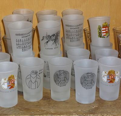 pohár ősi jelképekkel