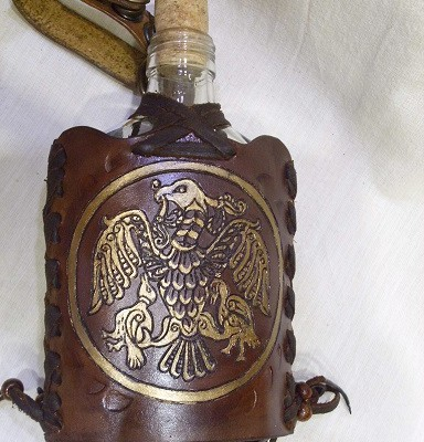 üveg flaska rakamazi turulos bőr borítással
