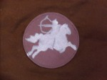 tornazsák lovasíjászt ábrázoló képpel