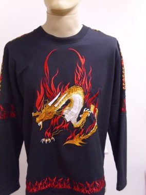 sárkányos hímzett , hosszú ujjú póló