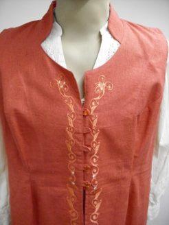 korall színű, turáni mintával hímzett női mellény