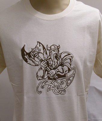 hímzett vajszínű póló viking harcos mintával
