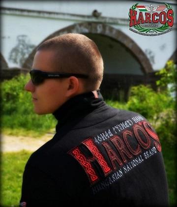 magyar harcos állónyakú piros pajzsos pulóver