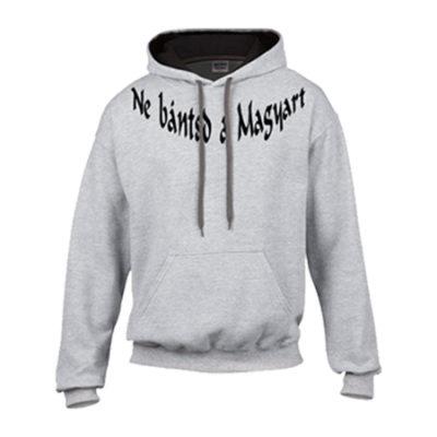 ne bántsd a magyart feliratú fehér pulóver