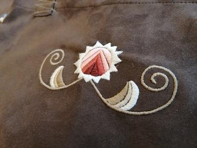 vásárhelyi hímzéssel díszített szatyot