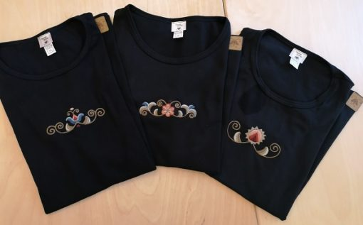 vásárhelyi hímzéses női póló-fekete