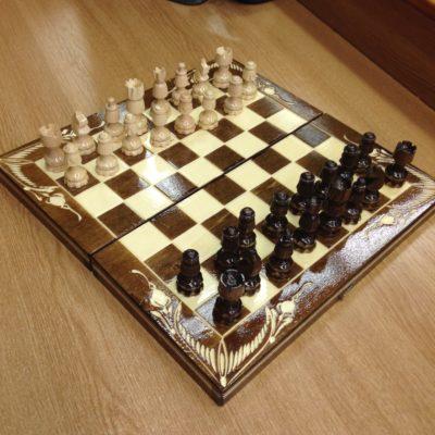 sakk faragott figurákkal