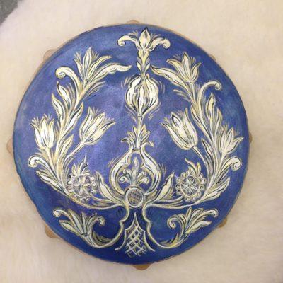 Festett kék dob indával